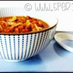 Zuppa vegana di lenticchie e cipolle di Tropea